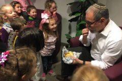 Rabbi_getting_Challah_from_Shining_Stars-2632