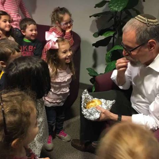 Rabbi_getting_Challah_from_Shining_Stars-2632