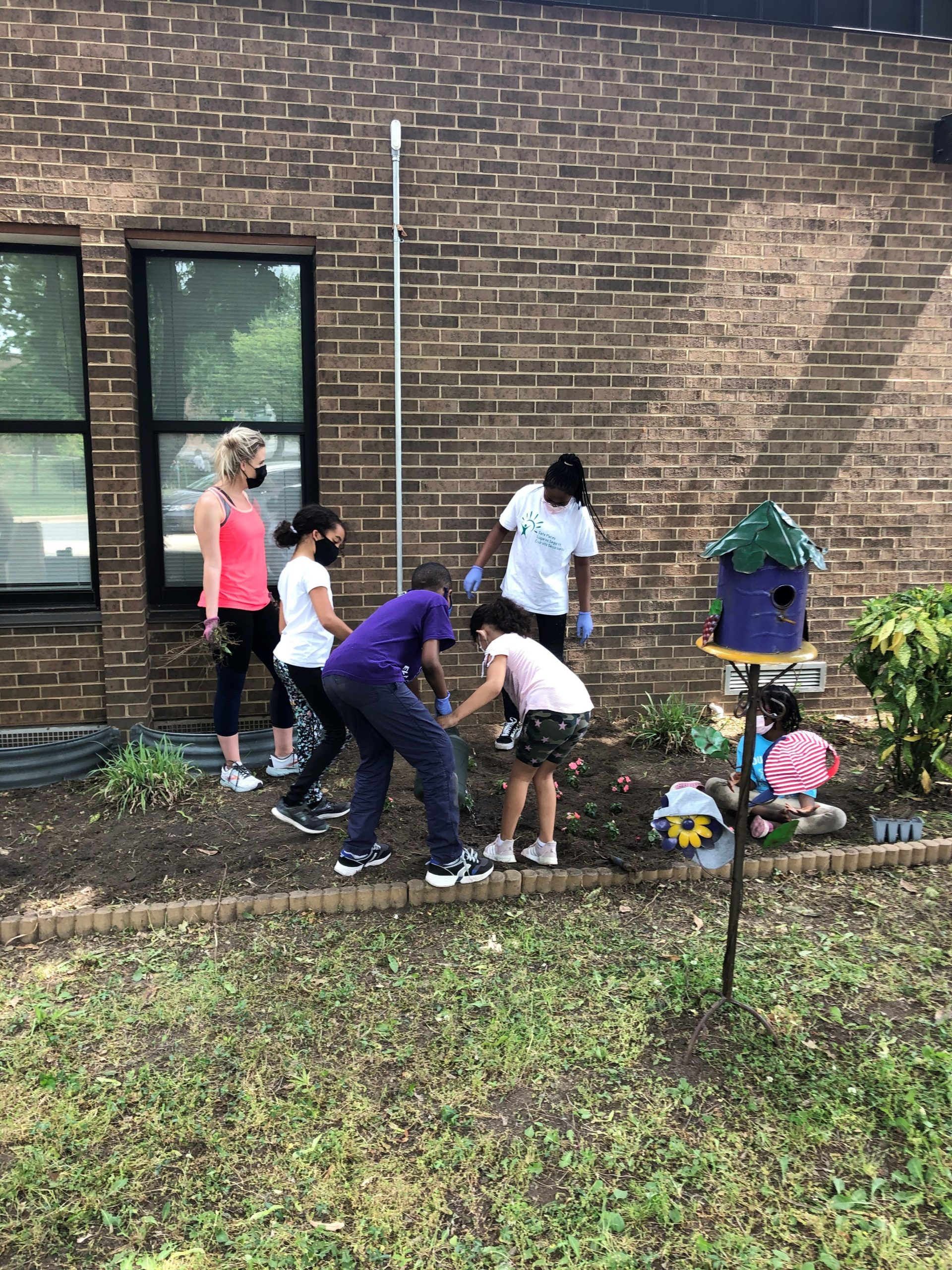 South Lake students, parents, and faculty collected trash and planted flowers as part of the School Beautification Project supported by Temple Beth Ami.